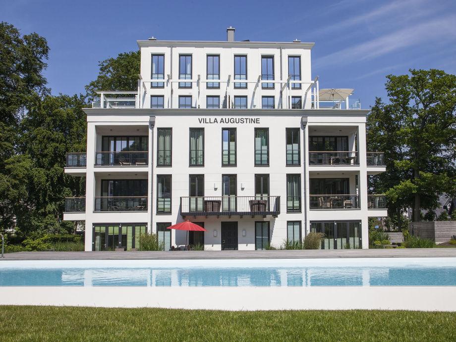 Villa Augustine mit Poolanlage