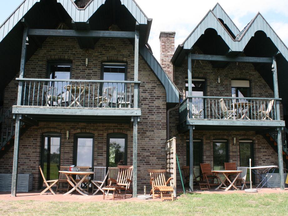 Gartenansicht mit Balkonen und Terrassen