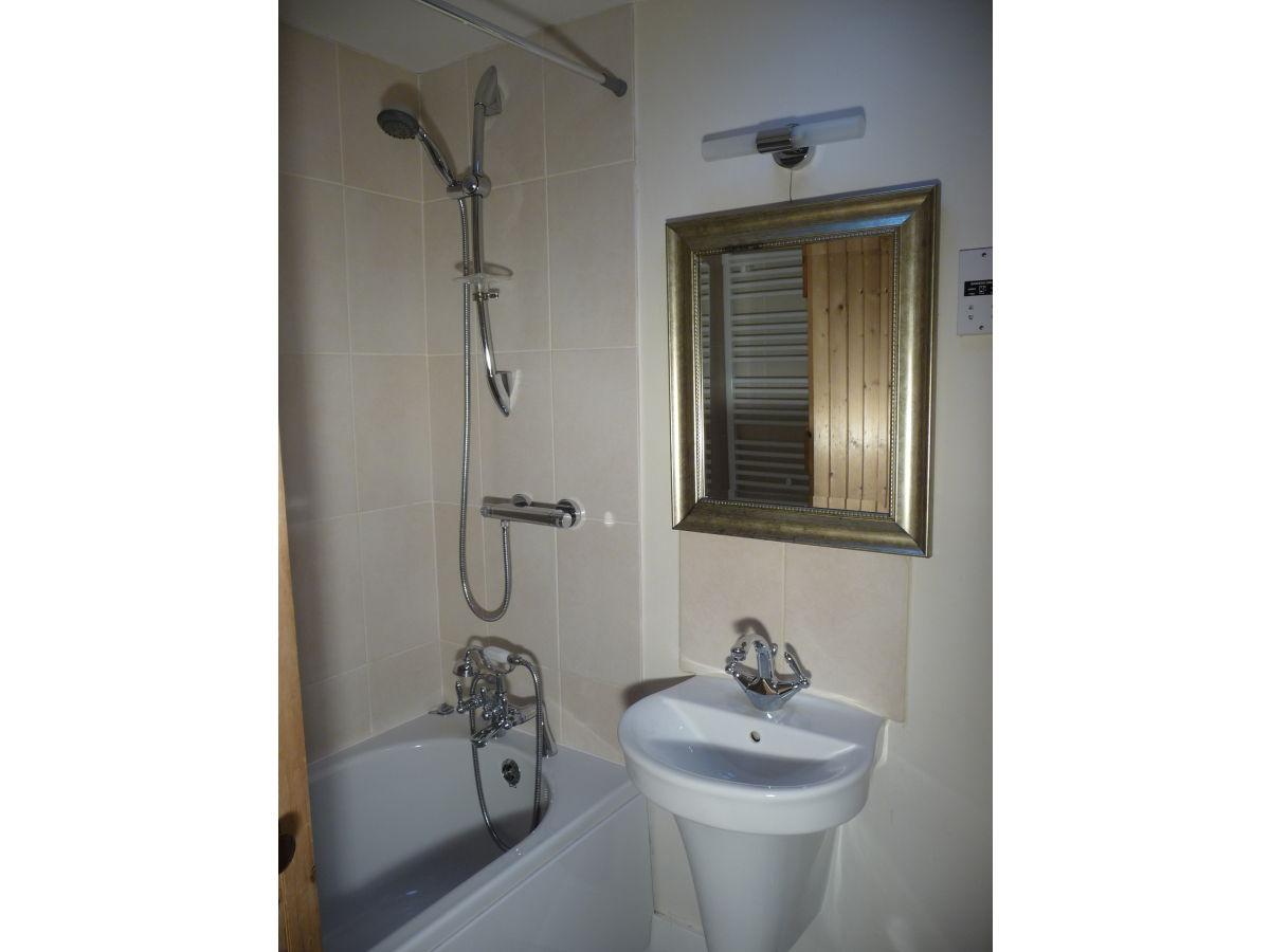 Aberlour cottage aberdeen grampian frau stella taylor for Badezimmer mit dusche und wanne