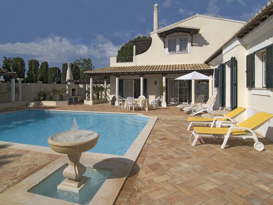 Ansicht Pool und Haus