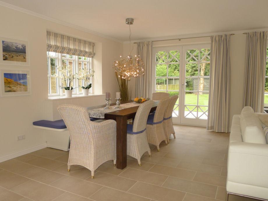Wohn- Essbereich- helle Farben und ausgewählte Möbel