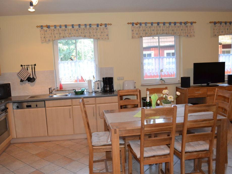 Küche mit einem Esstisch