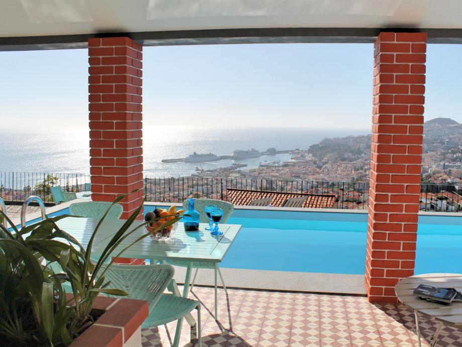Terrasse, Pool und Ausblick