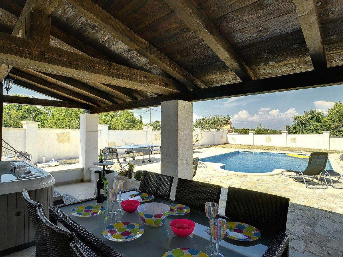 villa filipana krnica istrien firma tourist agency. Black Bedroom Furniture Sets. Home Design Ideas