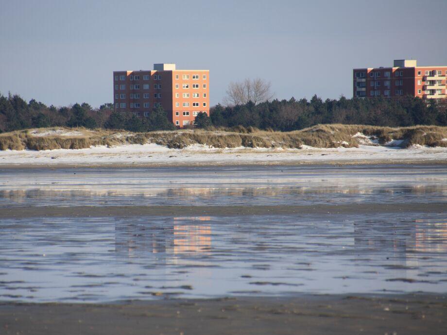 Blick vom Strand auf die Ferienwohnung