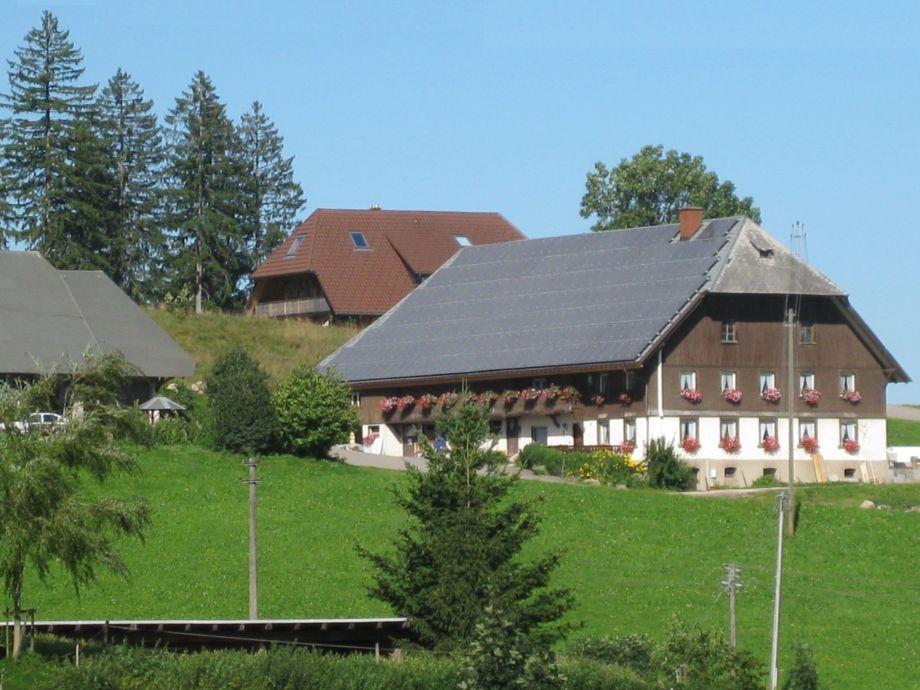 Bauernhof, im Hintergrund Gästehaus