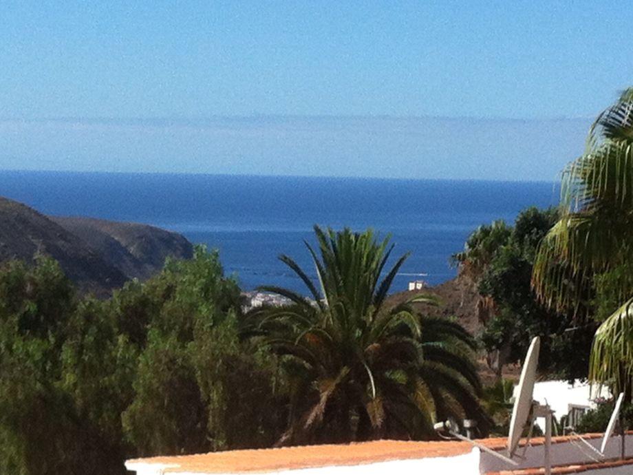 Wunderschöner Blick von der Loggia zum entfernten Meer