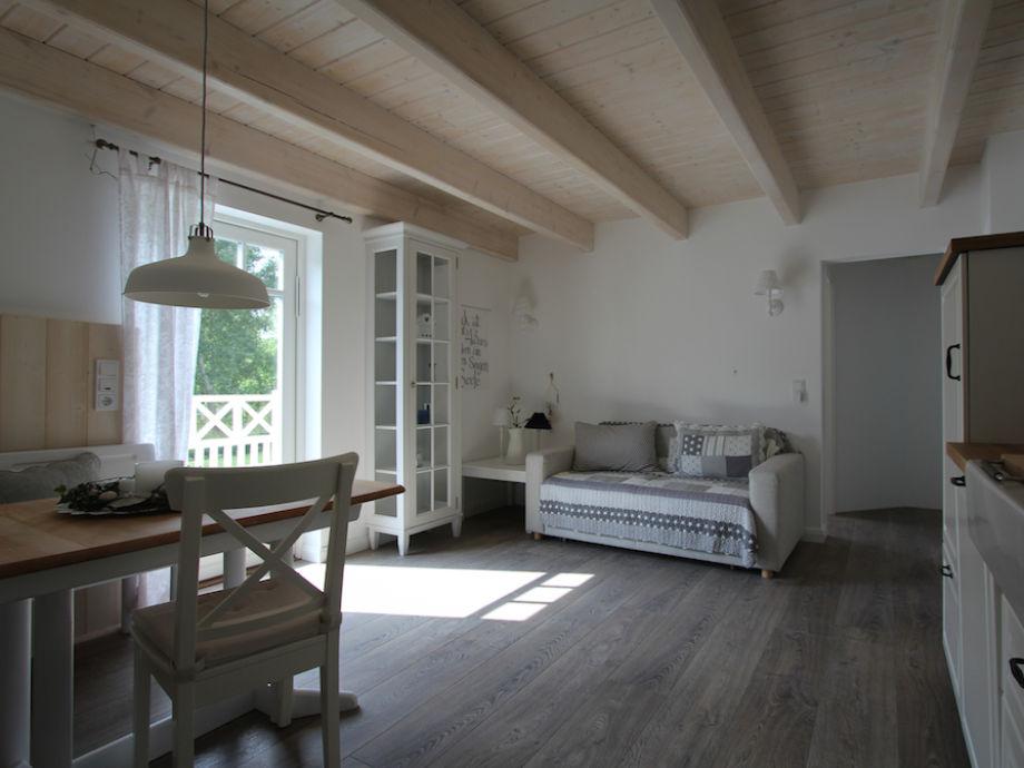 Wohnküche mit Essecke für 4 Personen & Schlafcouch