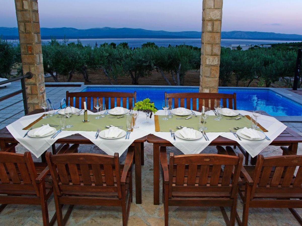 villa sole brac island dalmatien firma adria tours frau. Black Bedroom Furniture Sets. Home Design Ideas