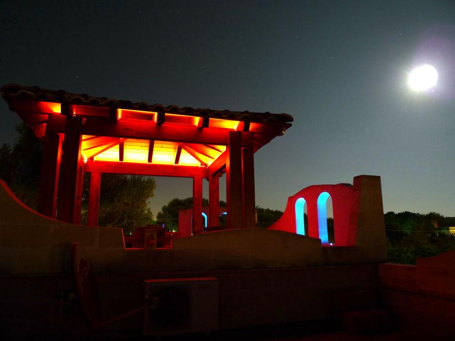 Dachterrasse im Mondschein