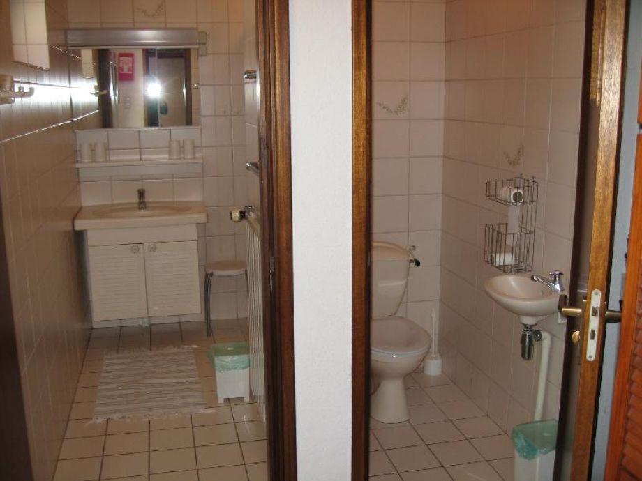 Badezimmer, separate Toilette , begehbare Komfortregendusche mit