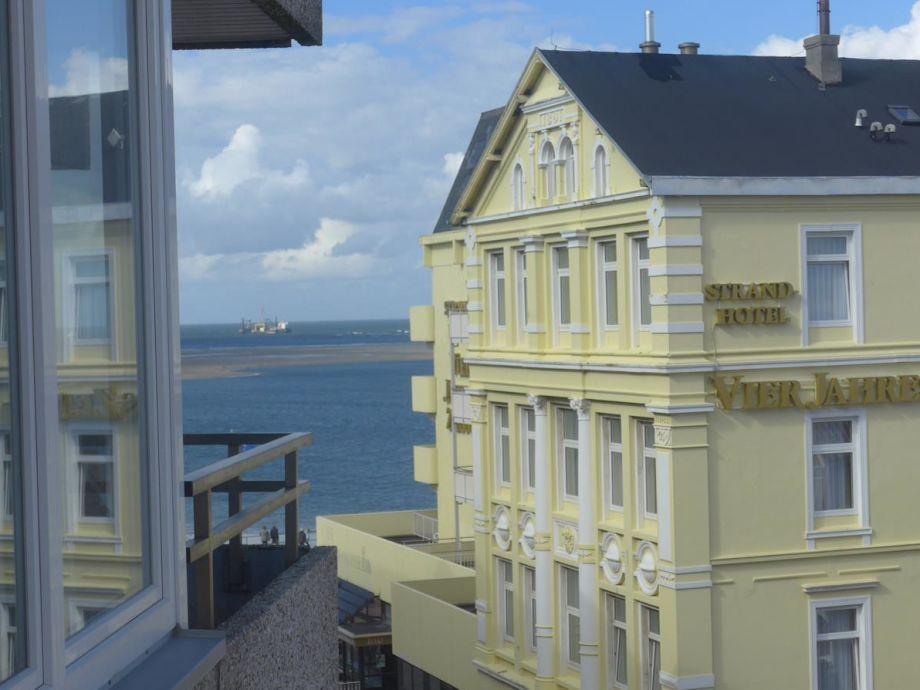 Meerblick vom Balkon und Esstisch aus