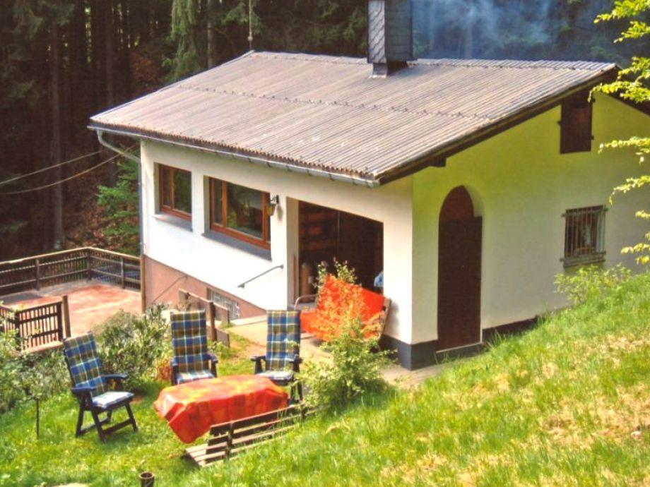 Blick auf das Ferienhaus im Grünen