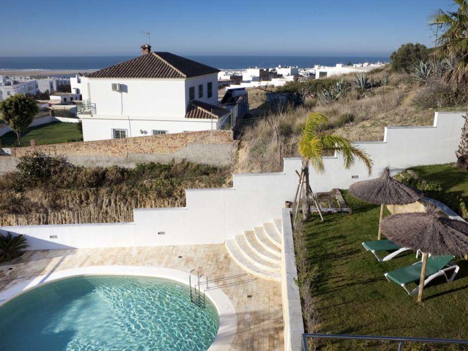 Pool, Garten und wunderschöner Meerblick