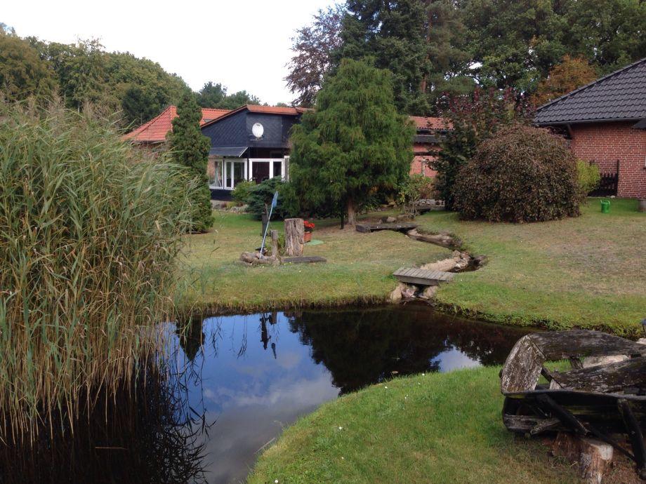 Ferienhaus aus dem Garten gesehen