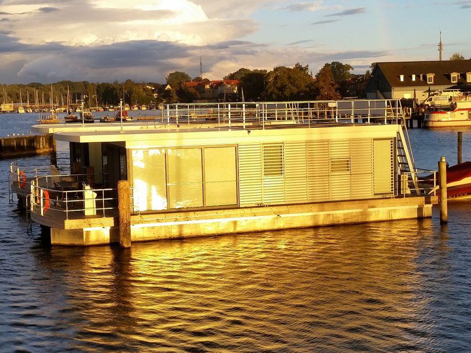 Die Hausboote im Hafen