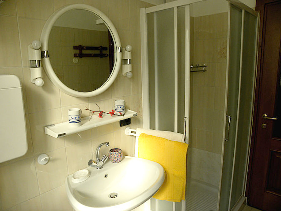 ferienwohnung casa in piazzetta comer see italien firma mazzucchi roberta servizi turistici. Black Bedroom Furniture Sets. Home Design Ideas