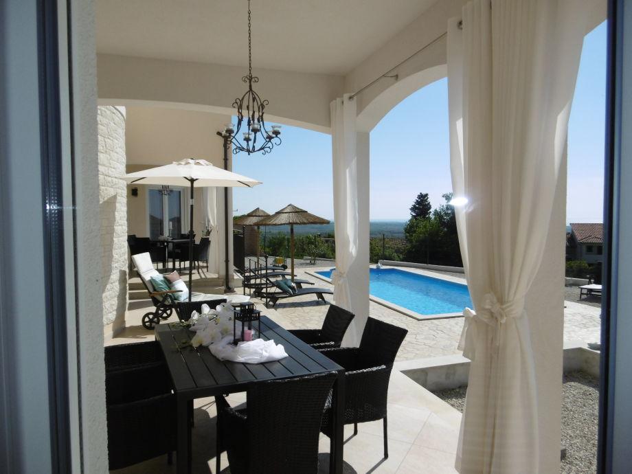 wunderschöne Terrassen mit Meerblick