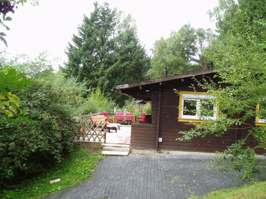 Holzhaus mit großer Terrasse und tollem Ausblick