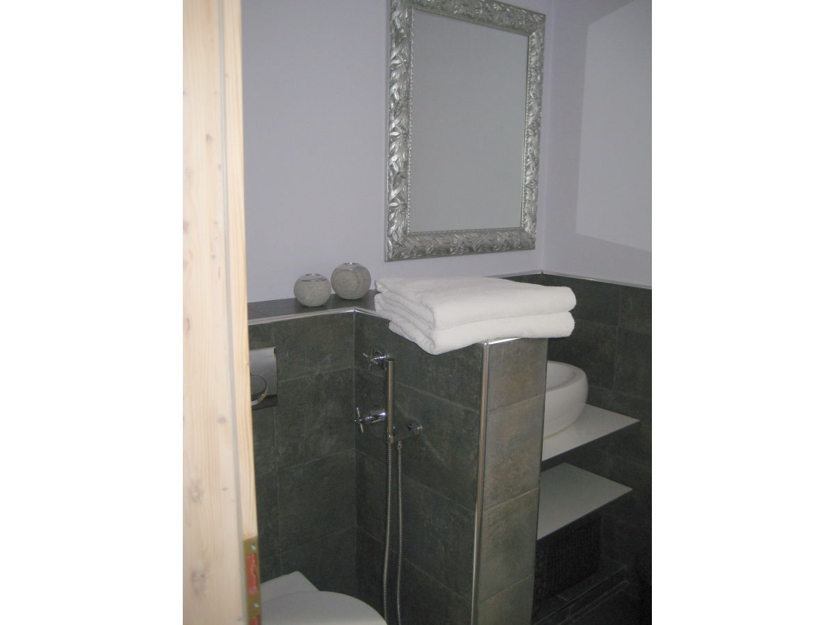 ferienwohnung la pineta cipressa herr claude coupat. Black Bedroom Furniture Sets. Home Design Ideas