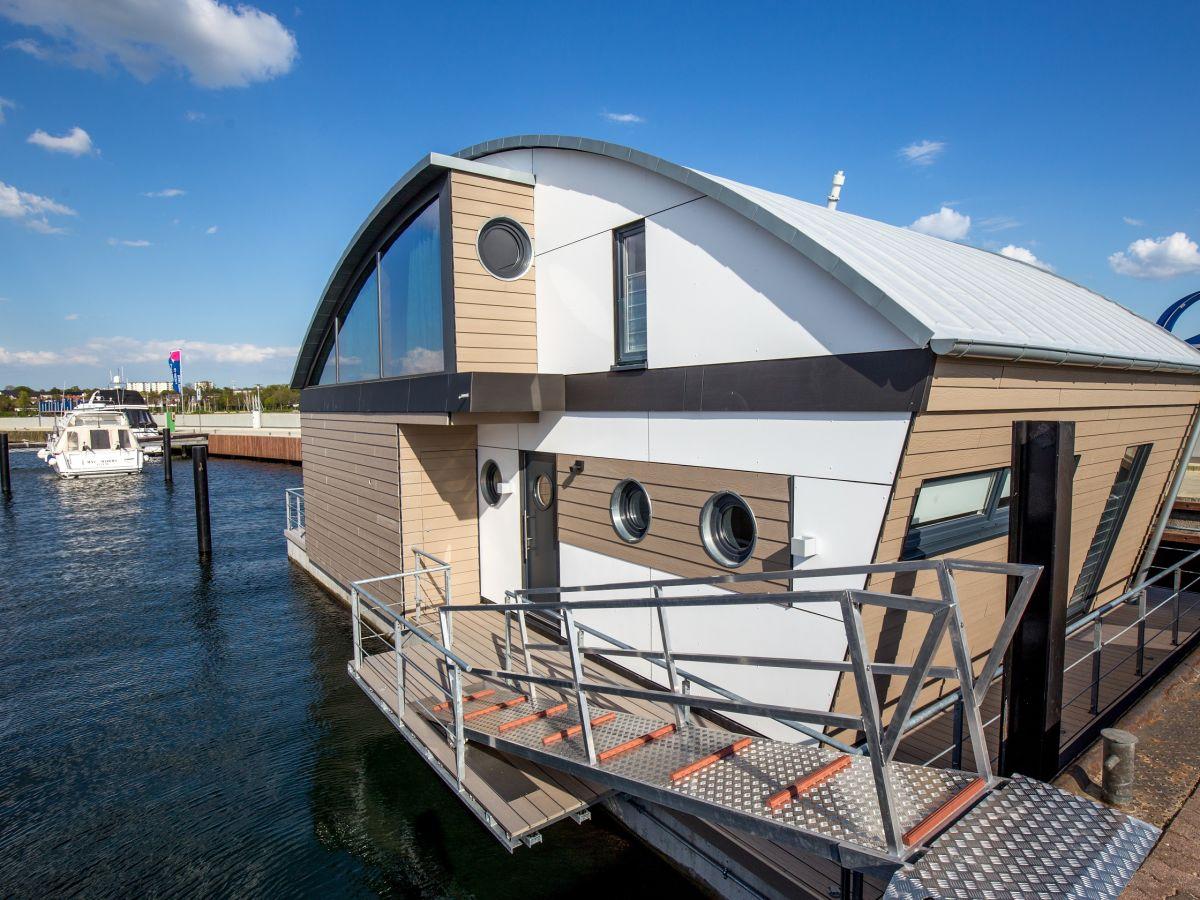 ferienhaus floating house der luxusklasse ostsee. Black Bedroom Furniture Sets. Home Design Ideas
