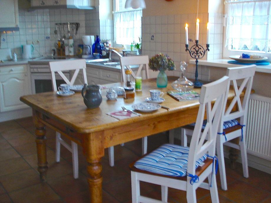 Küche mit altem Bauerntisch