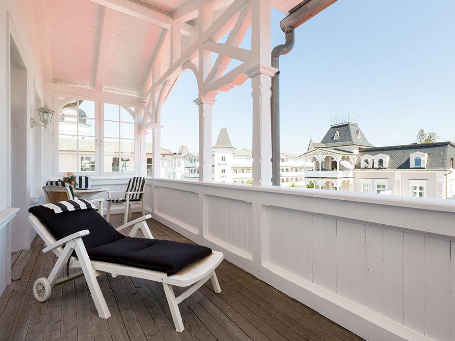 Ihr Balkon ganz oben mit ganz kleinem Meerblick.