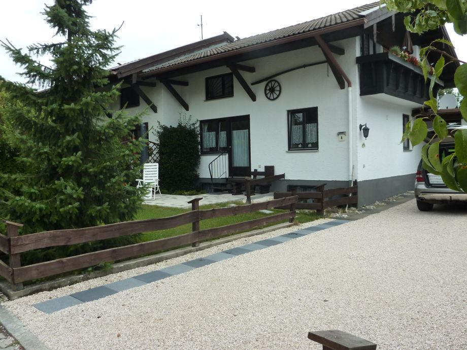 Haus Monika mit Terasse und Einfahrt