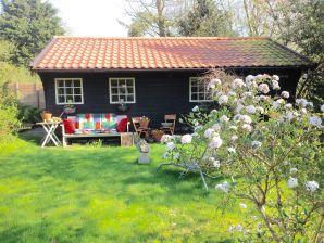 Ferienhaus Louise im Garten