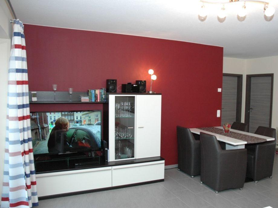 Wohnbereich mit Flachbildschirm-TV