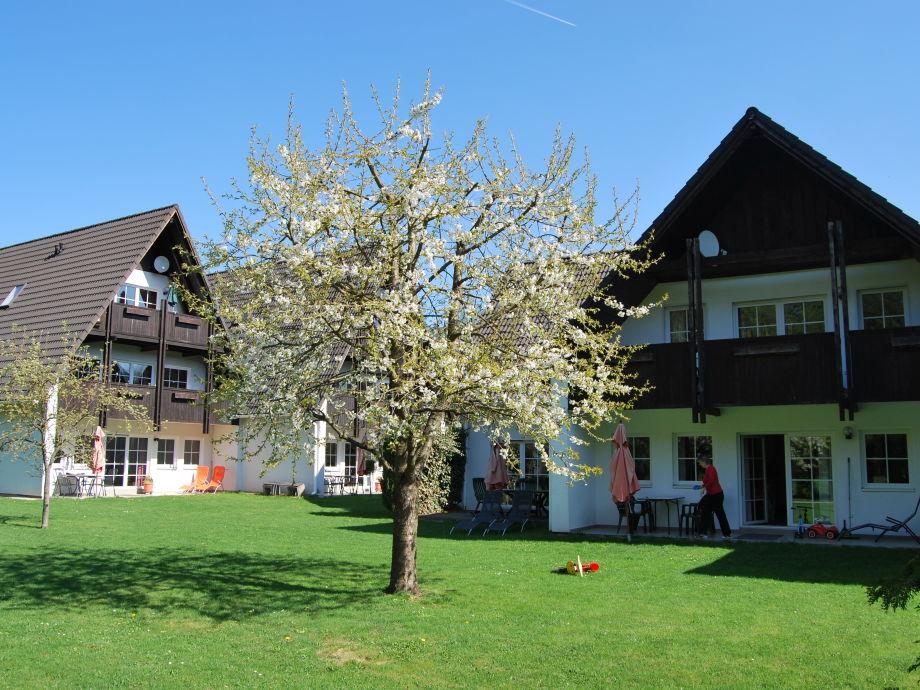 Kleine Ferienanlage mit Blick vom Garten