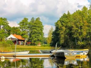 Holiday house Sjövillan with hot tube right by the lake