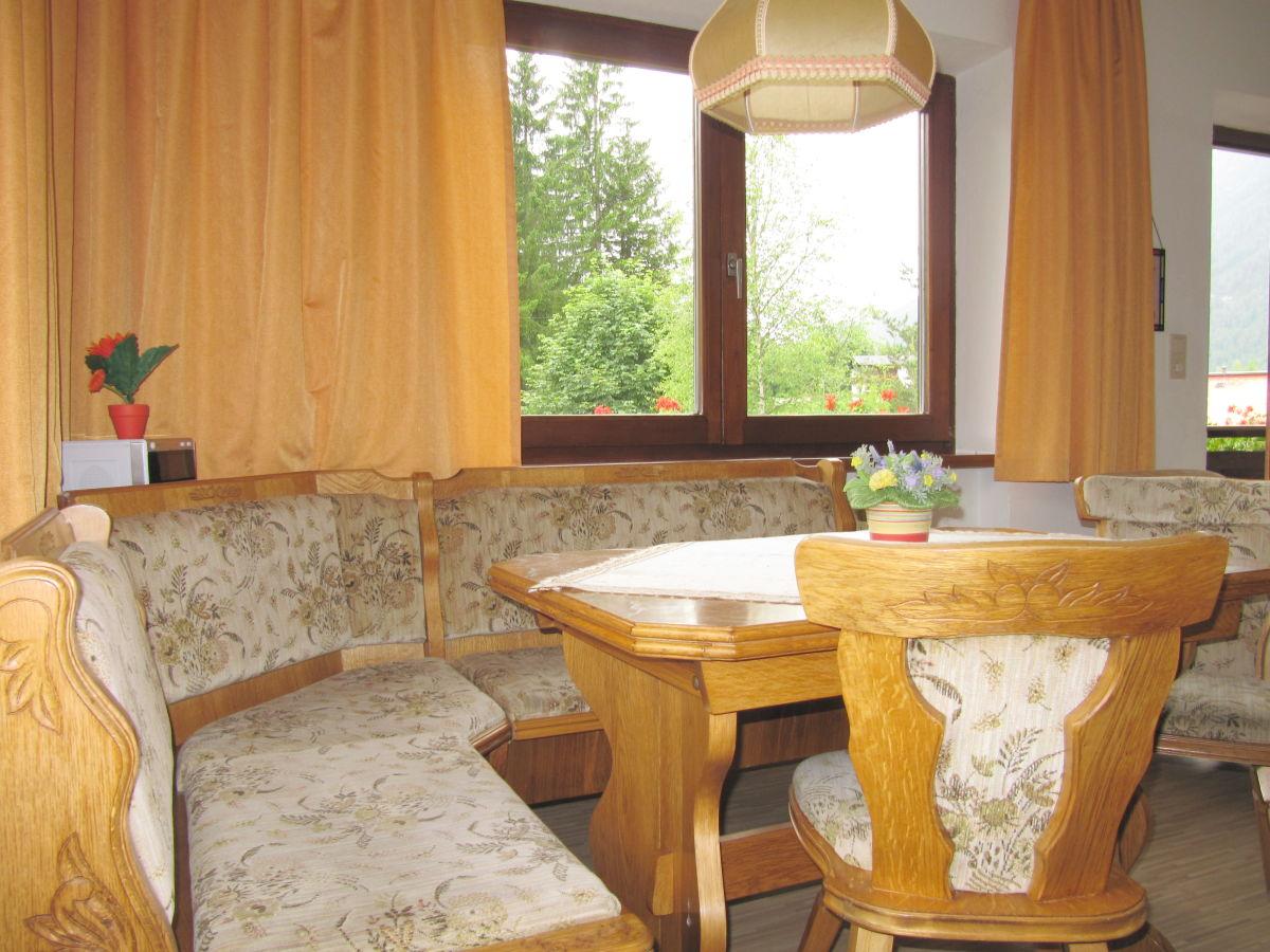 Ferienwohnung romantic in den bergen im 1 stock tirol for Ausziehtisch wohnzimmer