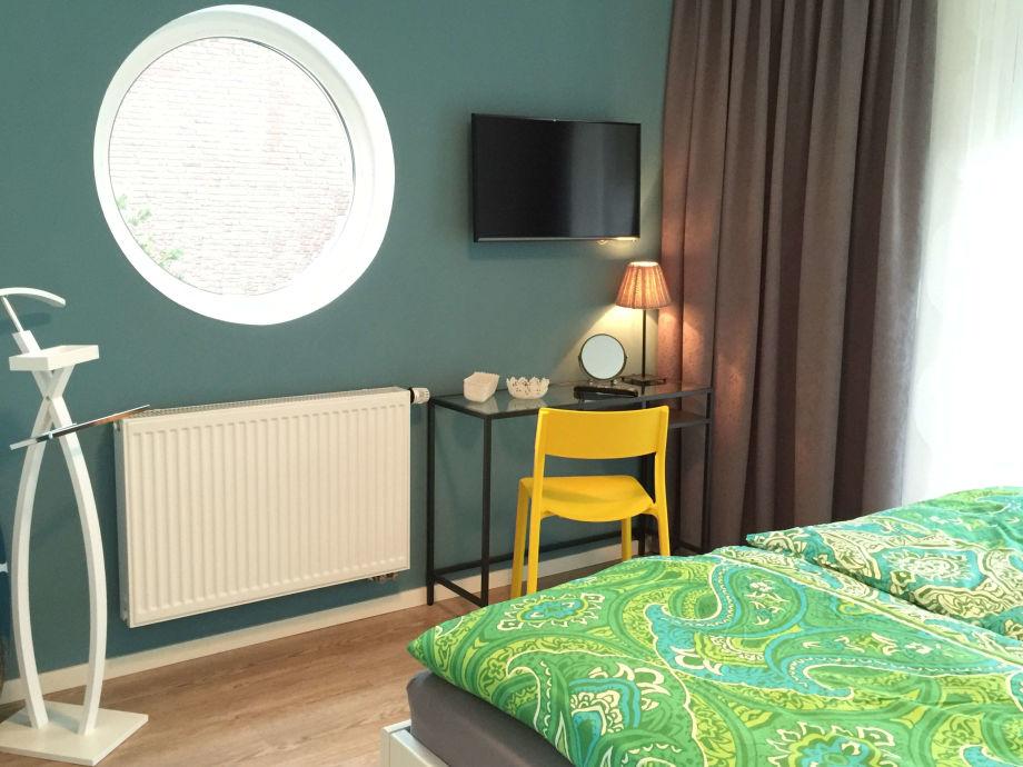 Doppelschlafzimmer 1, Smart TV Und Schminktisch