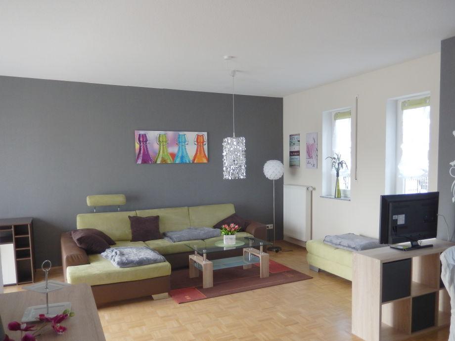 Geräumiges Wohnzimmer mit angrenzendem Ess- Kochbereich