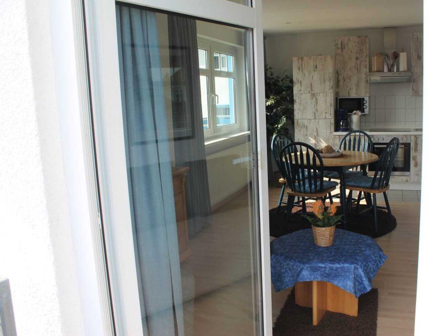 ferienwohnung mit balkon h 473 a umgebung rostock und warnem nde firma tourismuszentrum. Black Bedroom Furniture Sets. Home Design Ideas