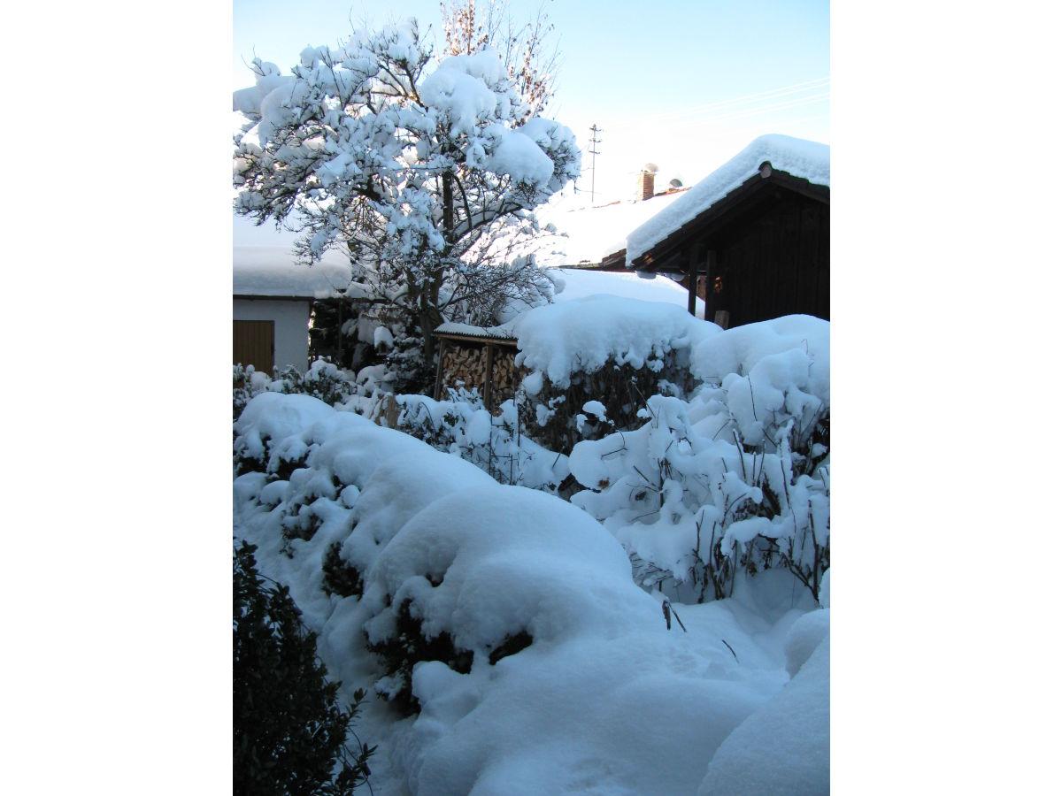 Ferienwohnung rosenblick oberbayern frau beate rauh - Garten im winter ...