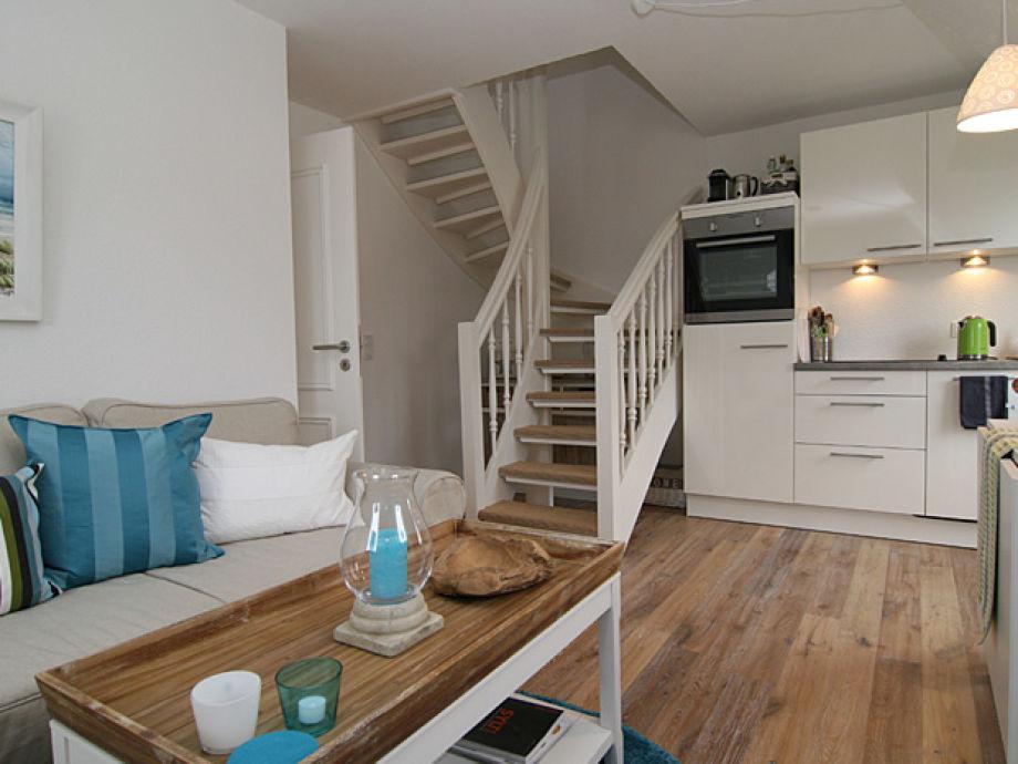 Wohnzimmer und Treppe in den ersten Stock