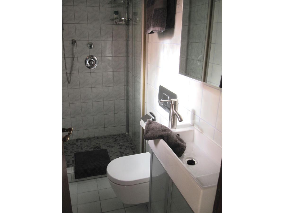 Ferienwohnung zauberinsel juist frau ulla kramwinkel for Modernes bad mit dusche