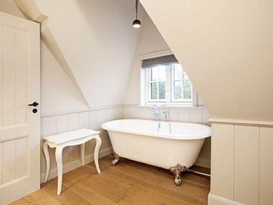 schlafzimmer mit badewanne die freistehende badewanne im. Black Bedroom Furniture Sets. Home Design Ideas