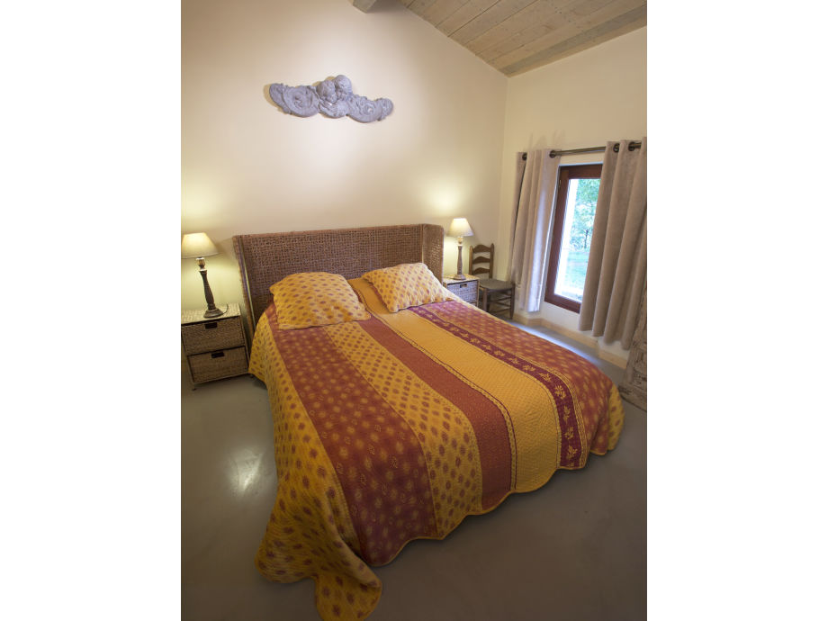 Traum Schlafzimmer Mit Pool : Schlafzimmer mit Doppelbett