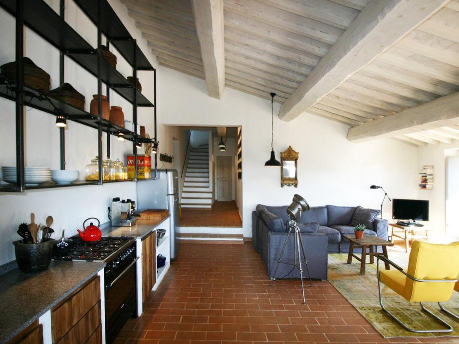 Luxuriöser Wohnbereich mit offener Küche