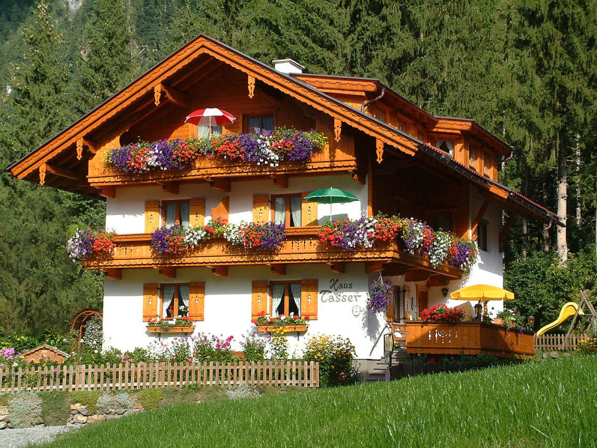 Ferienwohnung ahornblick im haus tasser mayrhofen for Traditionelles tiroler haus
