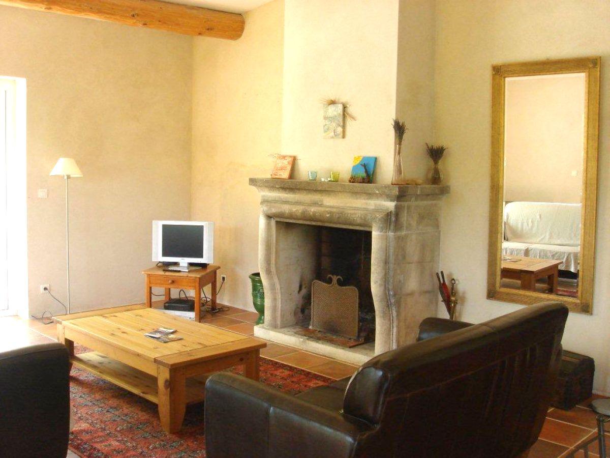Natursteinwand Wohnzimmer Mit Fernseher