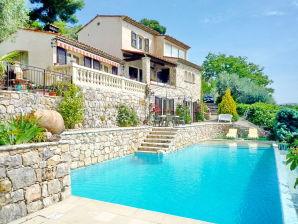 Ferienwohnung mit Pool im Hinterland von Cannes