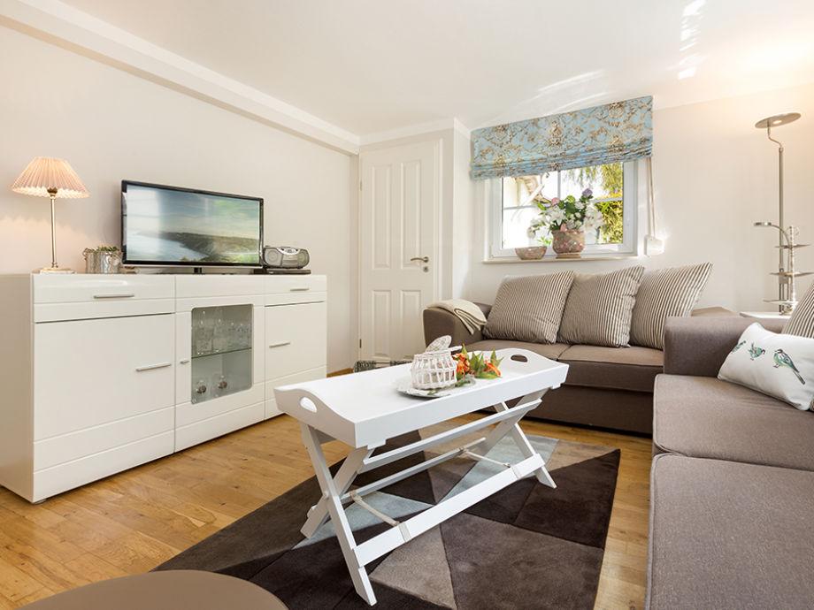 Das moderne Wohnzimmer mit Blick Richtung Mediabereich.