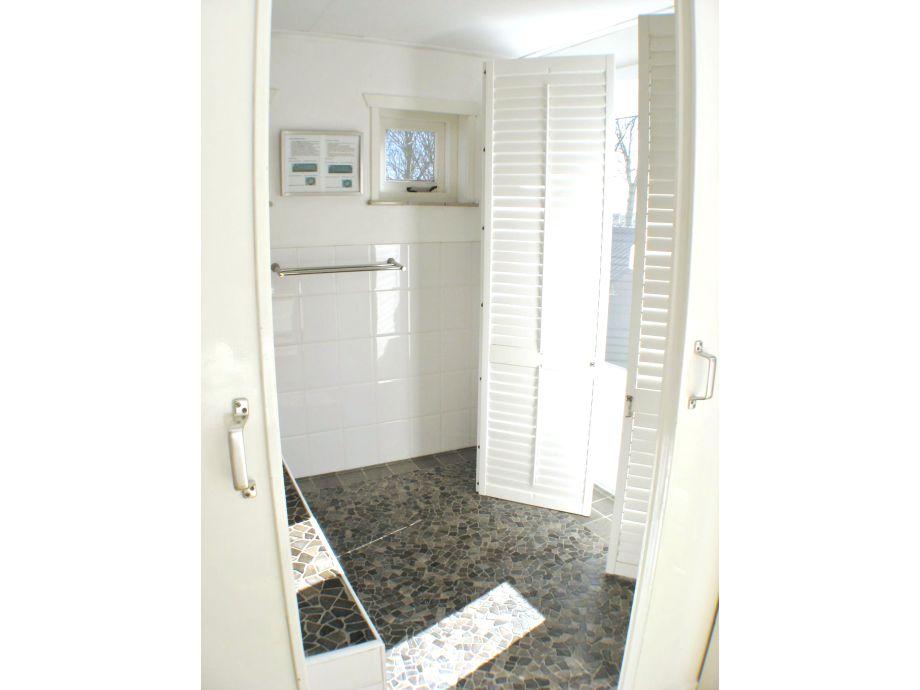 badezimmer mit whirlpool kreative deko ideen und. Black Bedroom Furniture Sets. Home Design Ideas