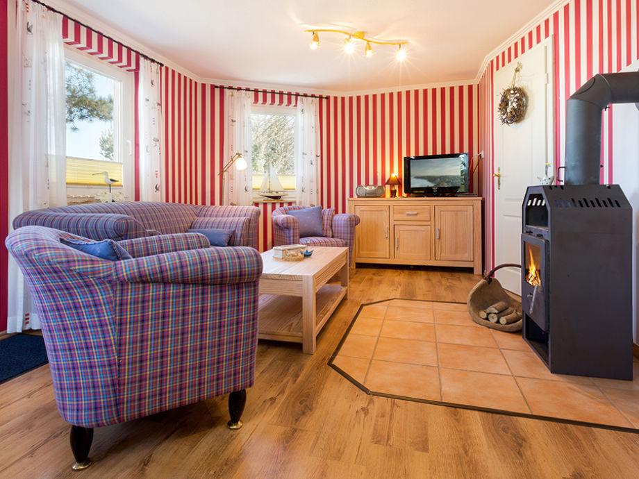 Das schöne Wohnzimmer mit Kaminofen.