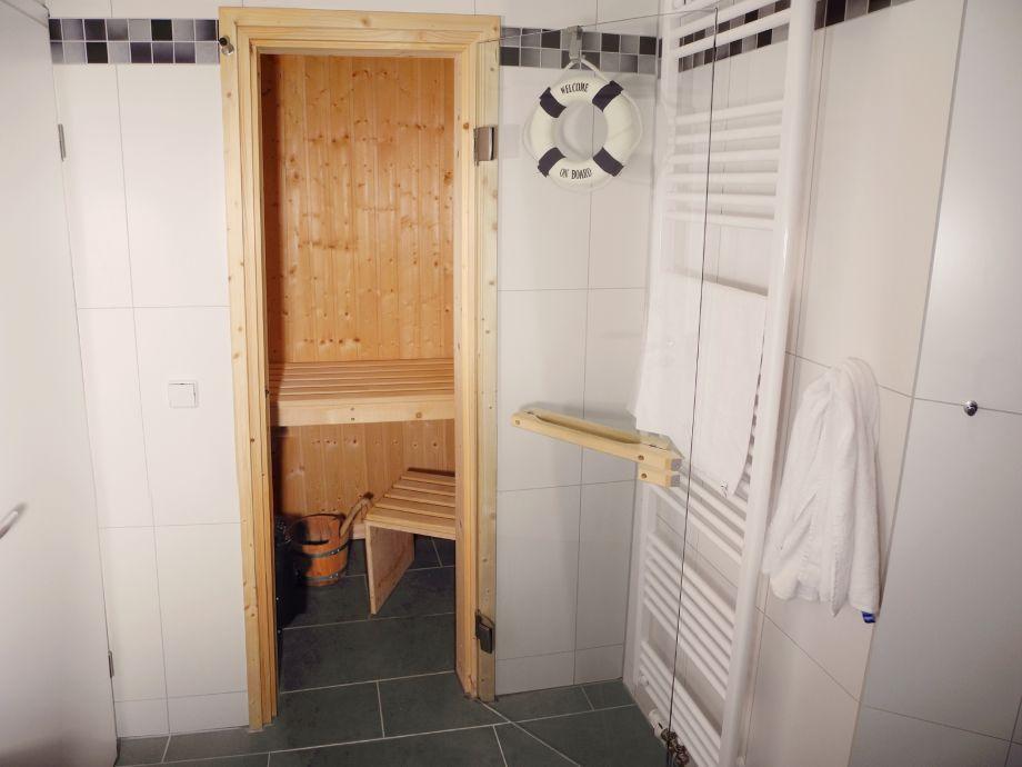 bad mit sauna beste bildideen zu hause design. Black Bedroom Furniture Sets. Home Design Ideas