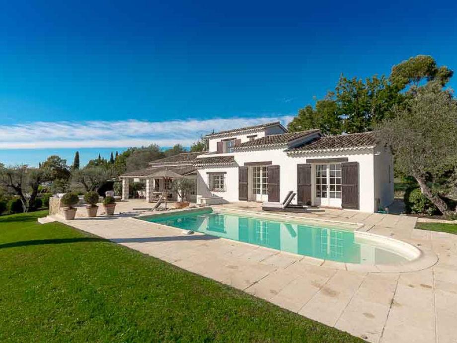 Haus mit Garten, Terrasse und Pool